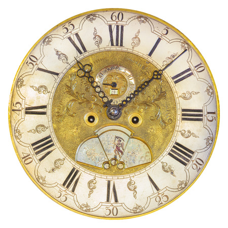 白い背景に分離された本物の 17 世紀装飾時計の文字盤