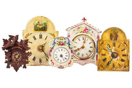 reloj cucu: Cinco relojes diferentes kitsch vintage aislados sobre un fondo blanco Foto de archivo