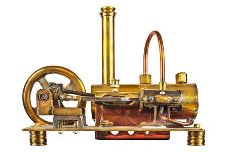 maquina vapor: Motor de vapor de la vendimia aislado en un fondo blanco