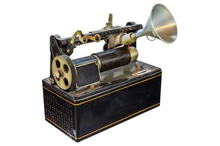 dictating: Dict�fono oxidado antiguo aislado en un fondo blanco