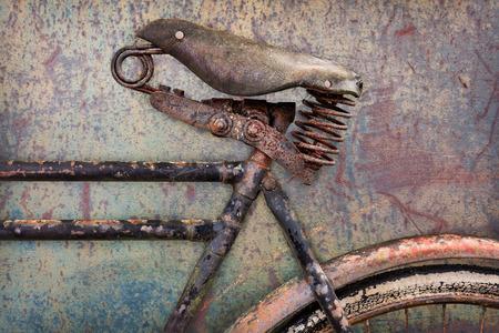 metallschrott: Retro Stil Bild eines verrosteten alten Fahrrad mit Ledersitz