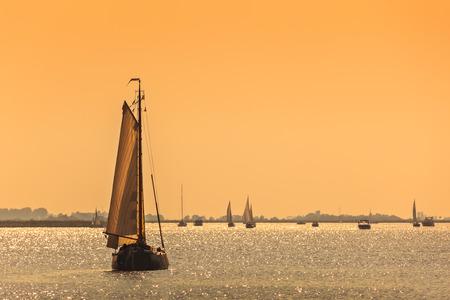 Traditional Frisian Dutch sailing ship during sundown Stockfoto