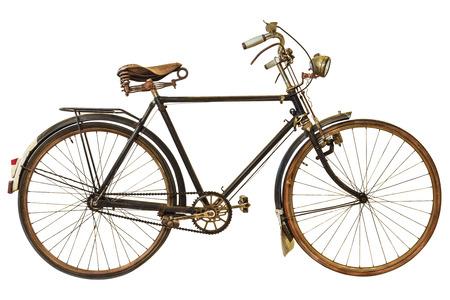 bicicleta retro: Bicicleta oxidada de la vendimia aislado en un fondo blanco