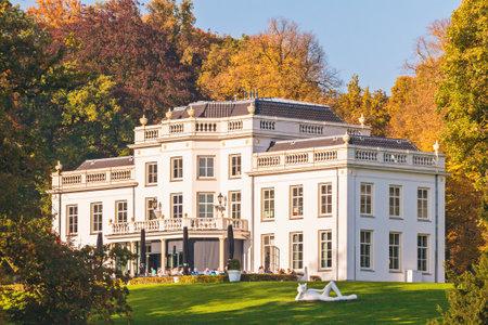 veluwe: ARNHEM, THE NETHERLANDS - OCTOBER 27, 2015: Autumn view of the historic white Sonsbeek villa with visitors in Arnhem, The Netherlands Editorial