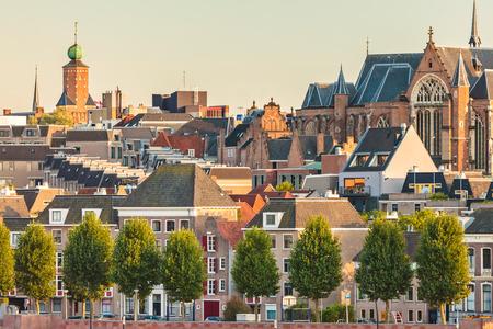古代のオランダの家とナイメーヘン市中心部の教会 写真素材