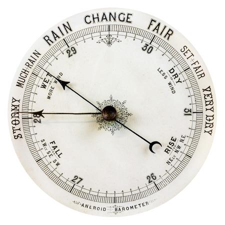 pluviometro: Barómetro resistido vendimia aislado en un fondo blanco Foto de archivo