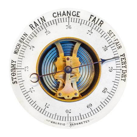 rain gauge: Bar�metro resistido vendimia aislado en un fondo blanco Foto de archivo