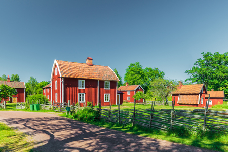case colorate: Historic village with ancient red wooden houses in Sweden Archivio Fotografico