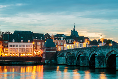 View at the famous Dutch Sint Servaas bridge with christmas lights in the city center of Maastricht Stockfoto