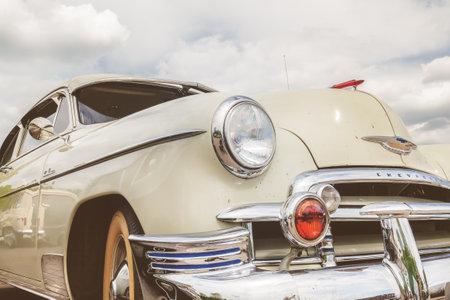 デン ・ ボッシュ, オランダ - 2017 年 5 月 14 日: 正面図 50 年代のオランダ、デン ・ ボッシュのシボレー クーペの車 報道画像