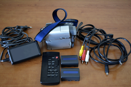 Complete video camera set with video camera, batteries, connection cables, power supply and remote control Banco de Imagens