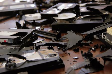 vhs videotape: Broken VHS cassettes