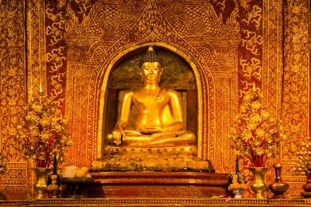 hing: Phra Buda Si Hing, una de las m?famosa imagen de Buda en Tailandia, Wat Phra Sing, Chiang Mai, Tailandia Foto de archivo