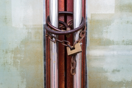 safekeeping: Twin padlock with chain