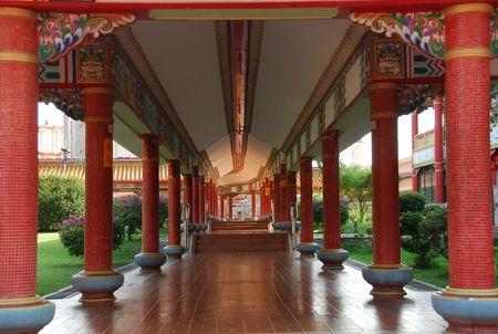 Chinese tempel corridor in de stad