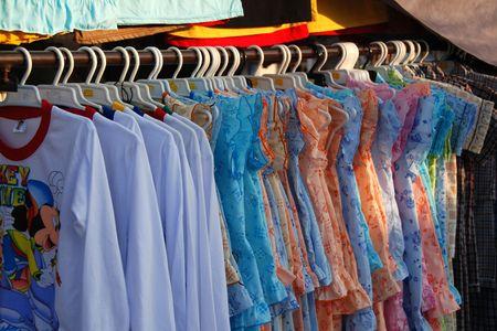 tienda de ropa: tienda de ropa en el amrket Foto de archivo