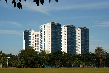 modern gebouw en blauwe luchten Stockfoto