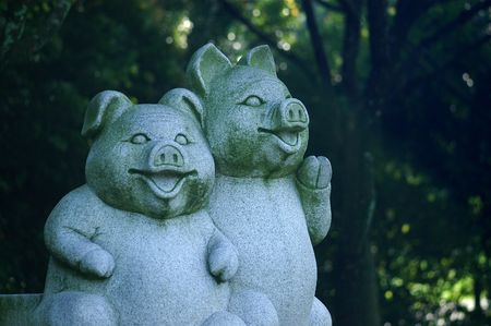 statuary: pig statuary in the parks
