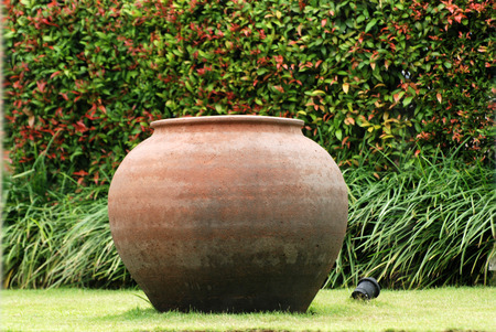 duże gliniane doniczki w ogrodach Zdjęcie Seryjne - 1457112