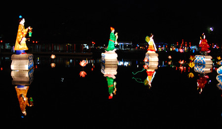 figure lantern in the ponds Stock Photo - 1684813