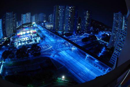 Nachtscène - verkeerslichten kruispunt Stockfoto