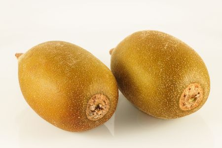 kiwi fruta: Kiwi sobre la mesa