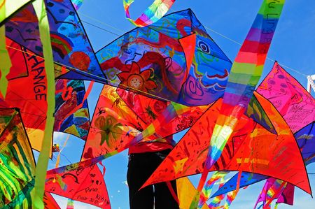 papalote: coloridos cometas voladoras  Foto de archivo