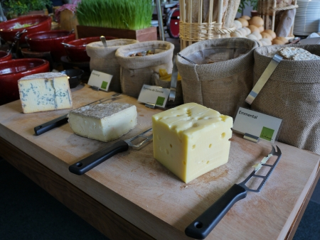 butterfat: cut cheese ready to eat