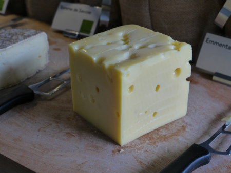 casein: Corte el queso listo para comer Foto de archivo