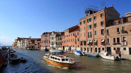 venice: Water Transport And Old Riverside Residence Editorial
