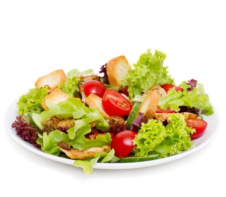 Caesar salade op wit wordt geïsoleerd