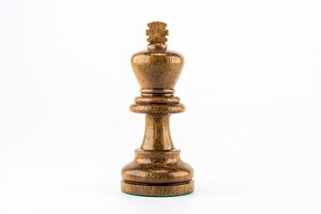 chess: madera de ajedrez en el fondo blanco