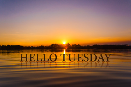 'こんにちは火曜日' 日没で水、トワイライト ・ タイム 写真素材