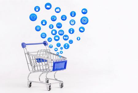Carro de compras con el icono de compras en el fondo blanco, compras de Koncept en línea