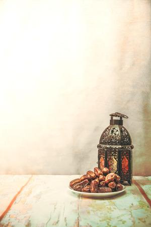 dadelpalm fruit of kurma, ramadan eten, afbeelding Vintage stijl. Stockfoto
