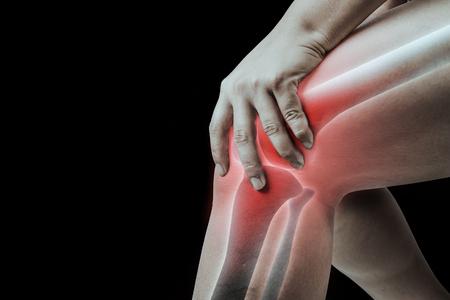 Knieverletzung beim Menschen. Knieschmerzen, Gelenkschmerzen bei Menschen medizinisch, Monoton-Highlight am Knie.