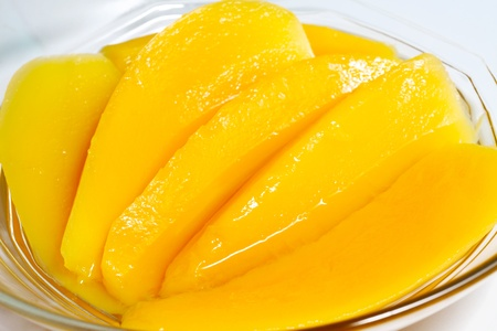 jarabe: Postres dulces: rodaja de Mango en alm�bar Foto de archivo