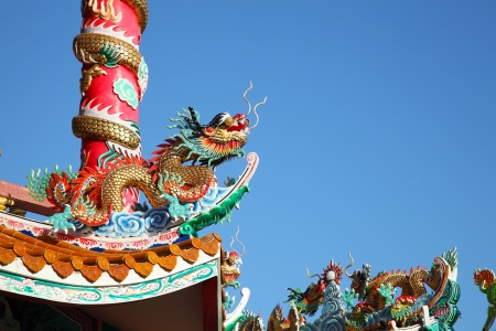 Golden dragon statue crawling in chinese temple Zdjęcie Seryjne