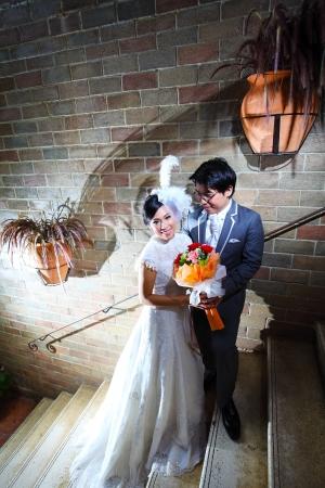 Beautiful wedding couple with bouquet in castle Zdjęcie Seryjne