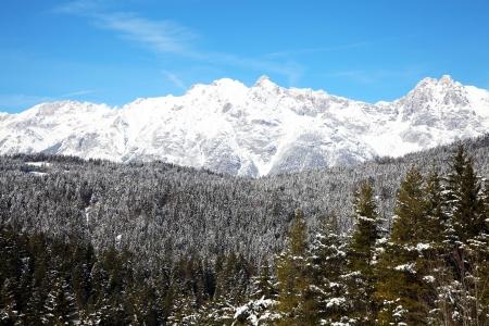 Alps near Innsbruck covered in snow Zdjęcie Seryjne - 22011239