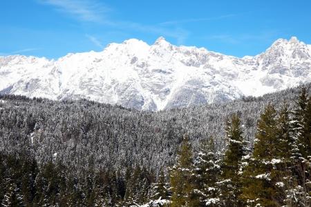 Alps near Innsbruck covered in snow Zdjęcie Seryjne - 22011241