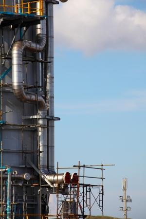 Processing column for offshore platform under construction Zdjęcie Seryjne - 24682362