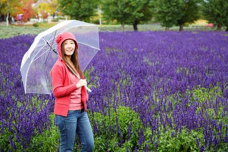 Woman with Umbrella at Tomita Lavender Farm, Hokkaido Zdjęcie Seryjne - 34486790