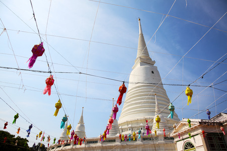 White Pagoda at Wat Prayoon in Bangkok, Zdjęcie Seryjne - 35066454