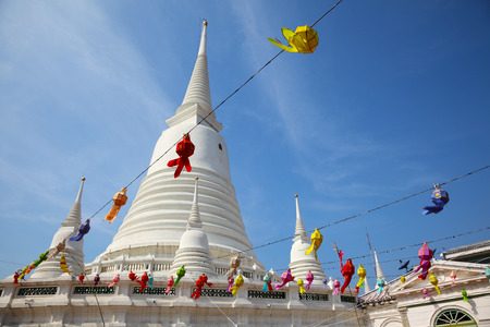 White Pagoda at Wat Prayoon in Bangkok, Zdjęcie Seryjne - 35067902