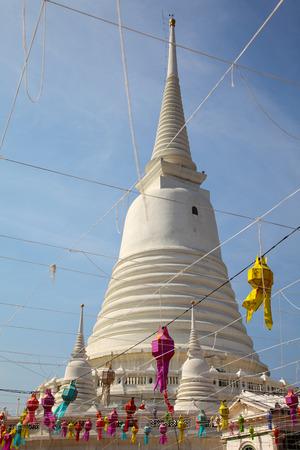White Pagoda at Wat Prayoon in Bangkok, Zdjęcie Seryjne - 35067913