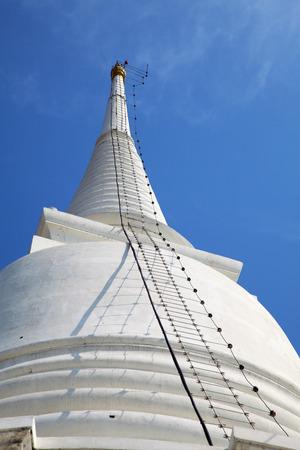 White Pagoda at Wat Prayoon in Bangkok, Zdjęcie Seryjne - 35087038