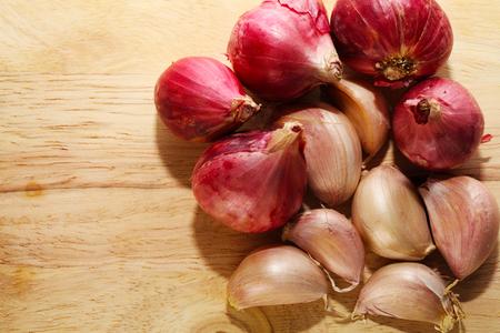 Garlic on Chopping Block Zdjęcie Seryjne
