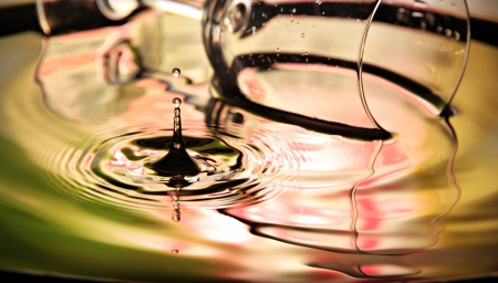 shocks: Closeup Pictures Glass Background of Water drops a beautiful shape in Basin. Stock Photo