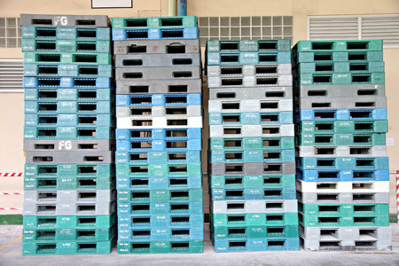 Plastic pallets are stacked can cause accidents in factory.